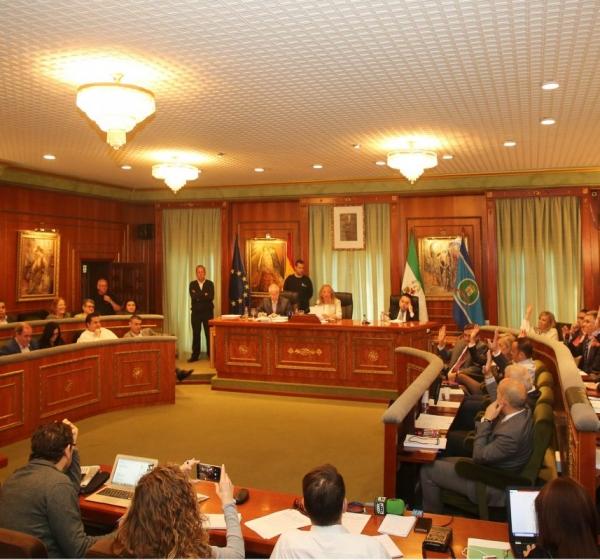 El pleno del Ayuntamiento de Marbella aprueba la adaptación del PGOU a la LOUA